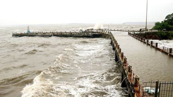 Large waves hitting the Dona Paula jetty following the stormy wind and heavy rain due to Cyclone 'Kyarr' at Goa Coast