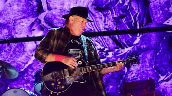 Neil Young performing during the 2017 Farm Aid in Pennsylvania. (Photo: Getty Images)