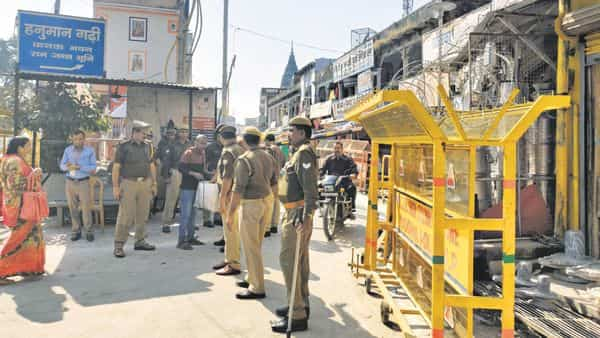 Policemen at one of the checkpoints near the Hanuman Garhi temple in Ayodhya on Sunday. (Photo: Shaswati Das/Mint)