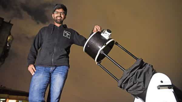 Umesh Ghude set up his telescope on city streets to help generate interest in astronomy.