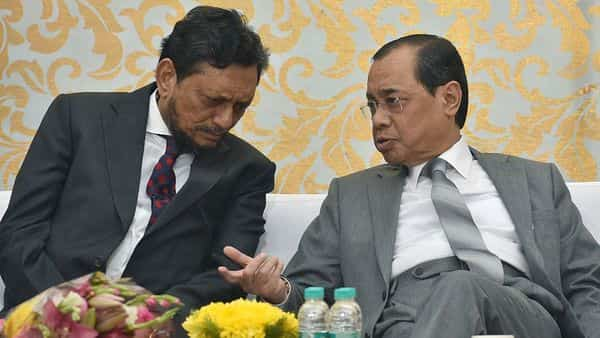 Retired Chief Justice of India Ranjan Gogoi (right) interacts with his successor Sharad Arvind Bobde. Since the inception of SC, the average CJI's tenure has been 18 months; but in recent years, this figure has fallen. (Photo: ANI)