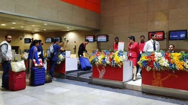 Go Air, Spicejet and Air Asia passengers can also check-in their luggage and collect boarding passes at New Delhi metro station on Airport Express Line. (@OfficialDMRC)