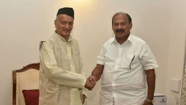 Maharashtra Protem Speaker Kalidas Kolambkar with Governor Bhagat Singh Koshyari (Photo: ANI)