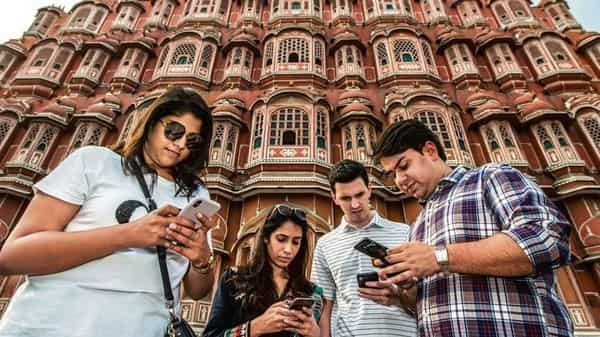 Tourists near Hawa Mahal, Jaipur ( Photo: Pradeep Gaur/Mint)