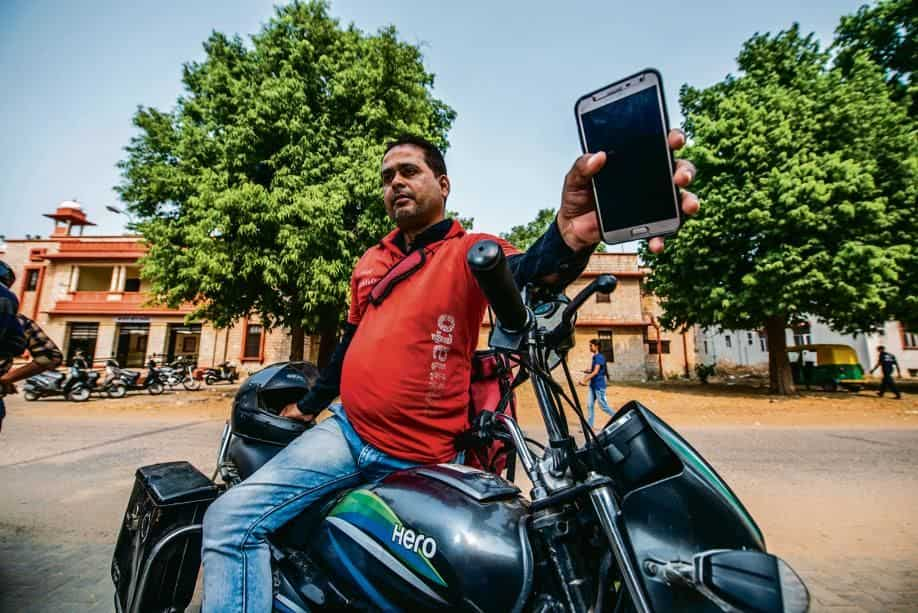 A Zomato delivery person in Jaipur who had no work when there was no internet