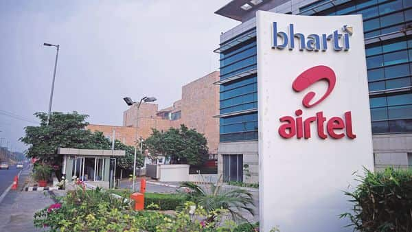 Bharti Airtel owes the telecom department  ₹21,682 crore in licence fee and another  ₹13,904.01 crore as spectrum usage charges. (Photo: Pradeep Gaur/Mint)