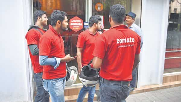 A file photo of Zomato delivery boys.  (Mint)