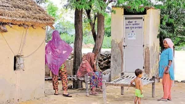 The sanitation department has contested the NSS findings but statisticians and independent experts aren't convinced with the department's answers. (Priyanka Parashar/Mint)
