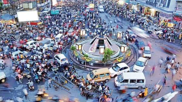 In March 2003, the length of roads in Jharkhand stood at 11,391km. By March 2016, this jumped to 66,786 km. Ranchi now also has a ring road, but traffic jams are still a daily reality. (Parwaz Khan/HT)