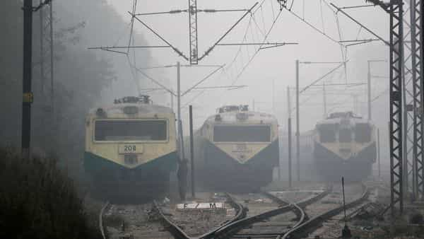 Local trains are halted amidst early morning fog in New Delhi. (Photo: AP)