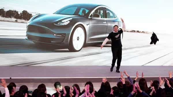 Tesla Inc CEO Elon Musk takes off his coat onstage during a delivery event for Tesla China-made Model 3 cars in Shanghai, (Reuters)