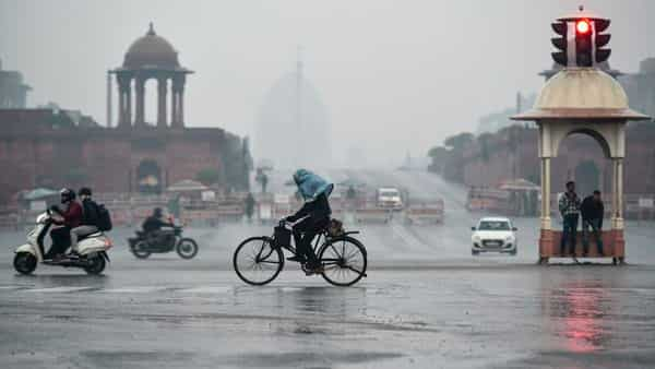 Commuters travel during light rains on Wednesday morning in New Delhi (Photo: PTI)