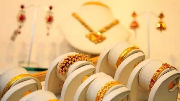 The mandatory hallmarking of gold jewellery will protect buyers against lower carratage. (Priyanka Parashar/Mint)