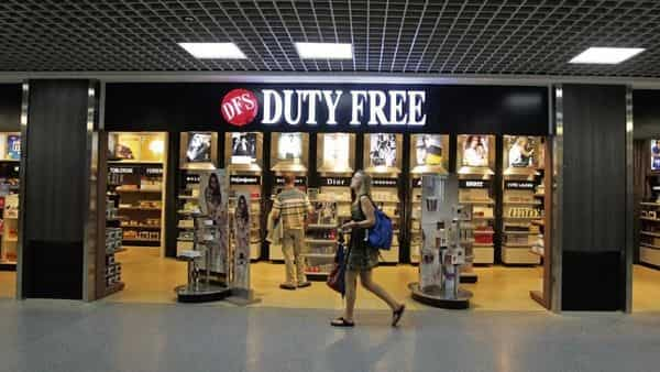 International travellers may be allowed to buy a maximum of 1 litre of liquor at duty-free shops in Indian airports (Photo: HT)