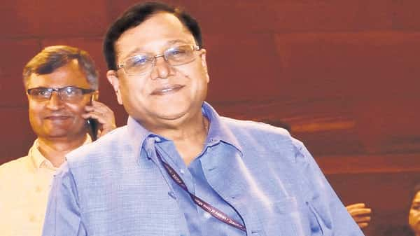 Row over NITI Aayog member Saraswat's remark Internet is only used to watch 'dirty films' in J&K
