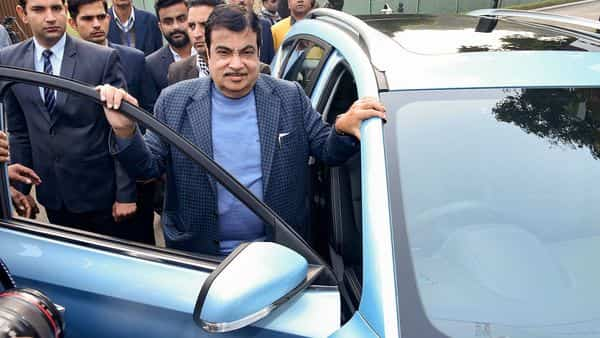 Nitin Gadkari said Shaktikanta Das assured that banks will fund projects up to 30 years subject to financial viability (Photo: PTI)