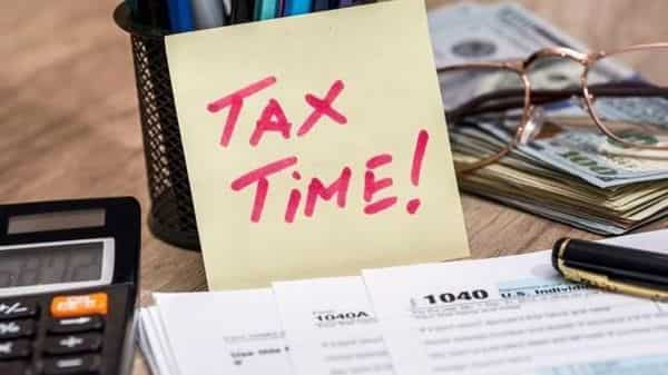 The old or the existing income tax rate regime allows a standard deduction of  ₹50,000. (iStock)