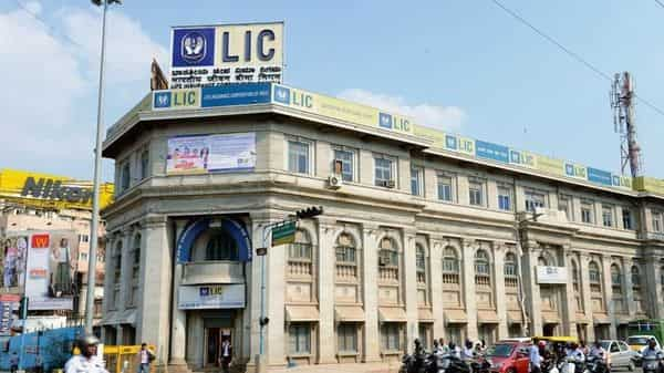 LIC's equity capital stands at  ₹100 crore, which needs to be increased in order to sell even a 10% stake (Photo: Mint)