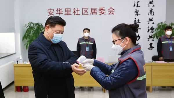 Chinese President Xi Jinping donned a face mask and had his temperature checked while visiting patients affected by coronavirus in Beijing (Photo: Xinhua)