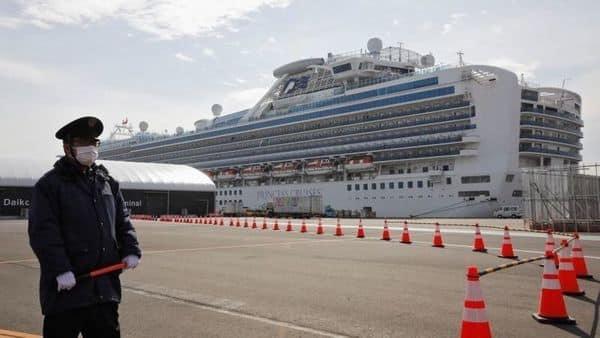 A man wearing a mask stands guard at the port next to the cruise ship Diamond Princess at Daikoku Pier Cruise Terminal in Yokohama, south of Tokyo, Japan (Photo: Reuters)