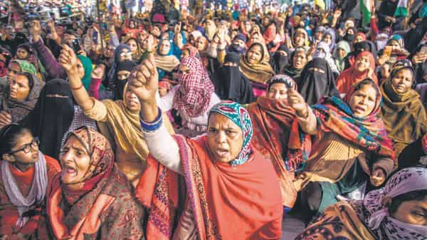 The women of Shaheen Bagh are protest against CAA. The top court appointed three interlocutors led by senior advocate Sanjay Hegde to talk to the Shaheen Bagh protesters regarding shifting the protest site. (Photo: Pradeep Gaur/Mint)