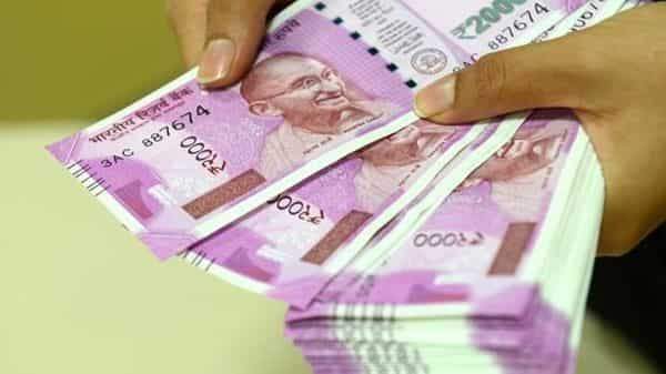 A few new other elements added in these notes are numerals in devnagari and the logo of Swachh Bharat. (Mint)