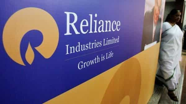 Reliance picks up 37.7% stake in Alok Industries thumbnail
