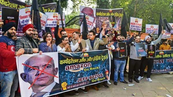 A file photo of Confederation of All India Traders protesting against the visit of Amazon CEO Jeff Bezos to India, at Jantar Mantar in New Delhi.  (Photo: Ramesh Pathania/Mint)