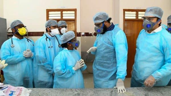 Karnataka Health Minister B. Sriramulu interacts with doctors at the isolation wards of GIMS Hospital, in Kalaburagi on Sunday (Photo: ANI)