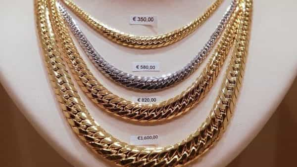 Gold prices fall today after rising ₹900 per 10 gram in just a day - Livemint thumbnail