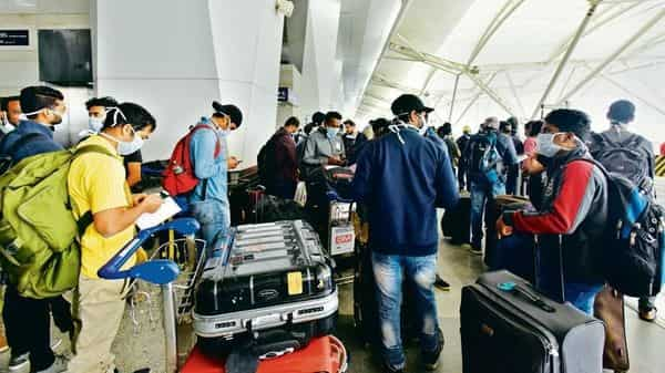 Passengers at airport  (HT )