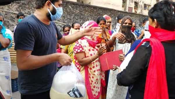 Amid lockdown, CAA protestors distribute food to migrants workers across India