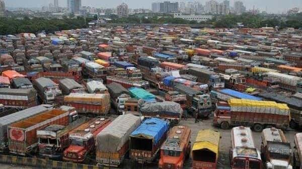 Naveen Gupta said the average daily loss suffered by truckers is estimated at about  ₹2,200 crore and the situation is going to be alarming. (HT)
