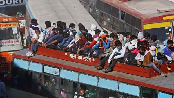 There has been an exodus of the migrant workforce to the villages, given the 21-day lockdown which has threatened their livelihoods. (Photo: Bloomberg) (Bloomberg)