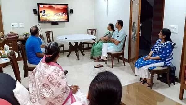 Four generations of a family watching the telecast of Ramayana on Doordarshan, in Nagpur on Saturday. (ANI Photo)