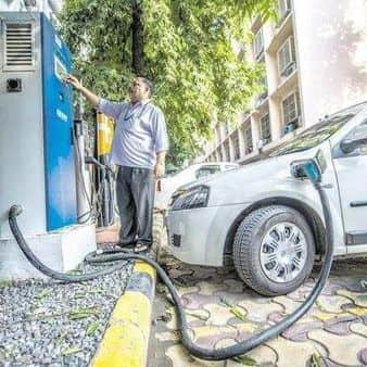 India wants its automobile industry to progressively shift to electric vehicles as part of its strategy to fulfil its climate change commitments. Photo: Pradeep Gaur/Mint