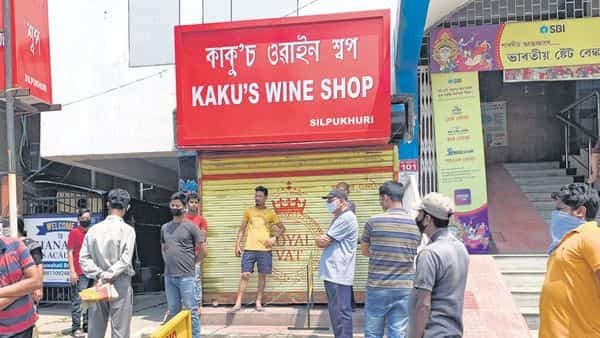 People waiting for the liquor shop to open in Guwahati on 13 April (Photo: Getty Images)