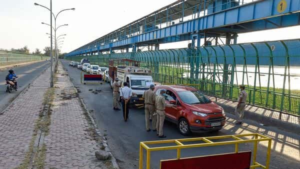 New Delhi: Security personnel stop commuters for checking before entering in Noida during the nationwide complete lockdown, at Okhla barrage in New Delhi, Wednesday, April 22, 2020. (PTI Photo/Kamal Singh)(PTI22-04-2020_000249B) (PTI)
