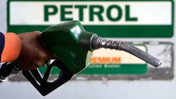 FILE PHOTO: An attendant holds a petrol nozzle at a petrol pump in Siliguri January 4, 2008. REUTERS/Rupak De Chowdhuri (REUTERS)