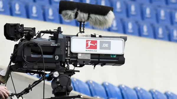 Soccer Football - Bundesliga - Schalke 04 v Werder Bremen - Veltins-Arena, Gelsenkirchen, Germany - May 30, 2020  A cameraman wearing a mask, as play resumes behind closed doors following the outbreak of the coronavirus disease (COVID-19) Bernd Thissen/Pool via REUTERS  DFL regulations prohibit any use of photographs as image sequences and/or quasi-video (REUTERS)