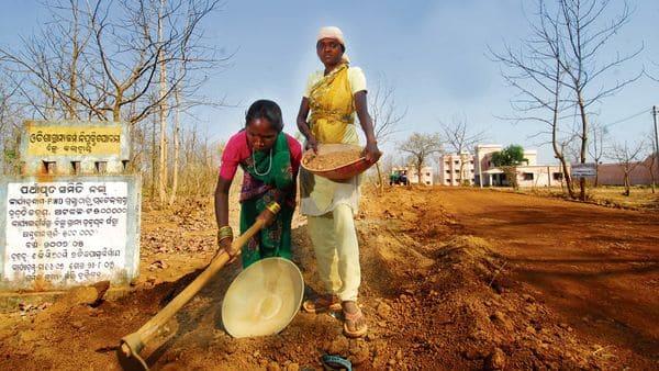 Uttar Pradesh, Bihar govts to job hunt for migrant workers