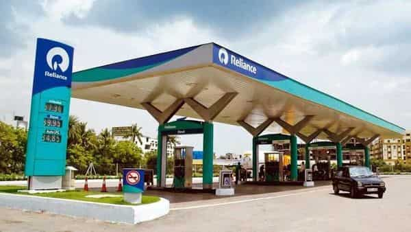 RIL sold a 49% stake in its fuel retail biz to BP Plc for  ₹7,000 cr