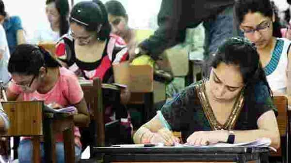 HRD ministry allowed the universities to hold the final year examinations in September (Hindustan Times)