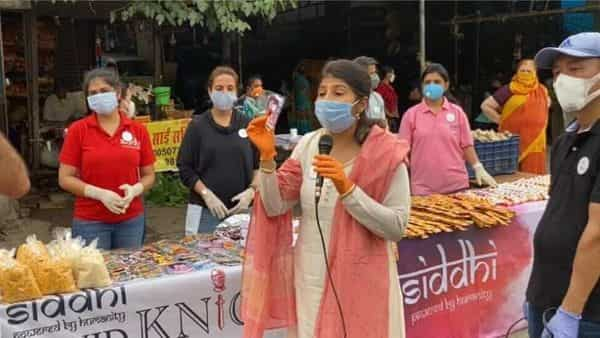 Dr Meenaa and her team of COVIDKNIGHTS who are selfless volunteers fighting from the ground, came forward to help and guide all those who were feeling helpless and hopeless.
