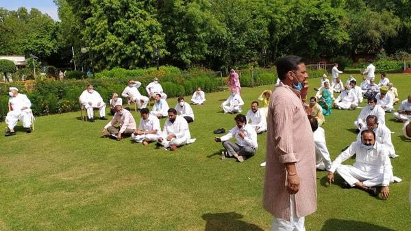 Rajasthan Congress MLAs demanding summoning of assembly session (Photo: ANI)