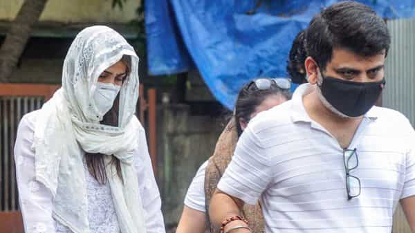 (File photo) Actress Rhea Chakraborty visits Cooper hospital, where the mortal remains of Bollywood actor Sushant Singh Rajput are kept, in Mumbai (PTI)