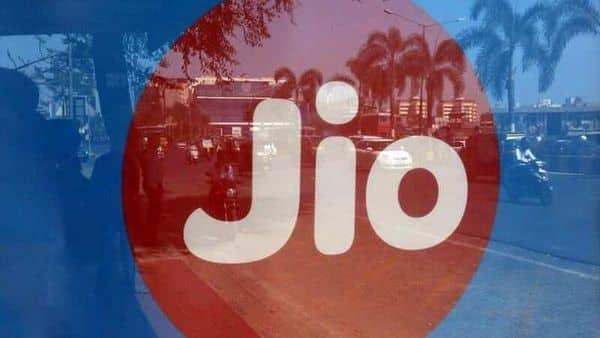 Reliance Jio's revenue including access revenues for the June quarter was stood at  ₹19,513 crore (REUTERS)