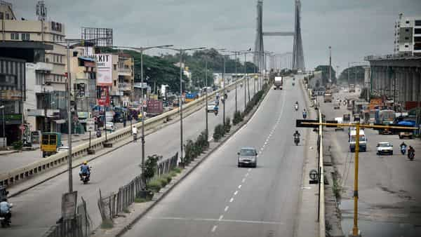 A deserted look of Swing bridge that connects to Tamil Nadu, during the lockdown, in Bengaluru. (ANI)