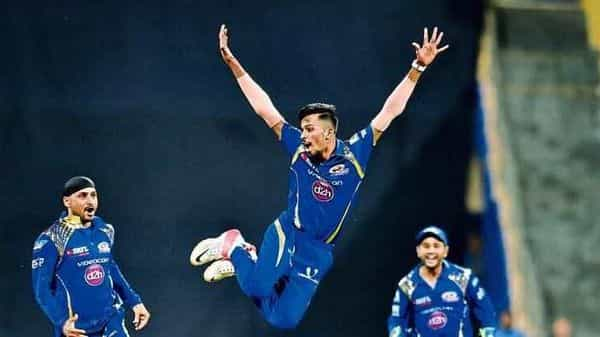 A file photo of Hardik Pandya (centre) during an Indian Premier League (IPL) match. Experts say the money Chinese brands spend on the IPL contributes about 20-25% of its total revenue.  (Photo: HT)