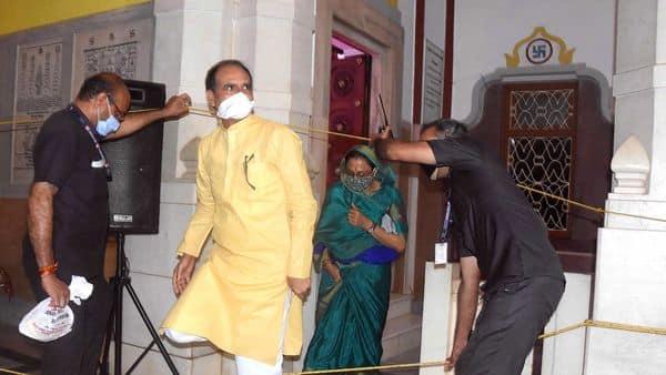 Madhya Pradesh Chief Minister Shivraj Singh Chouhan with his wife Sadhna Singh at Laxmi Narayan Birla temple on the occasion of Janmashtami festival in Bhopal on Wednesday. (ANI Photo)